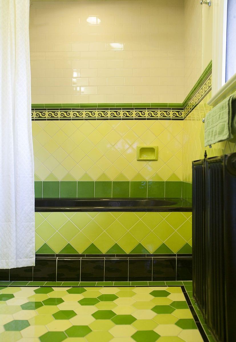 Hawthorne Tile | Colorful Art Deco Bathrooms